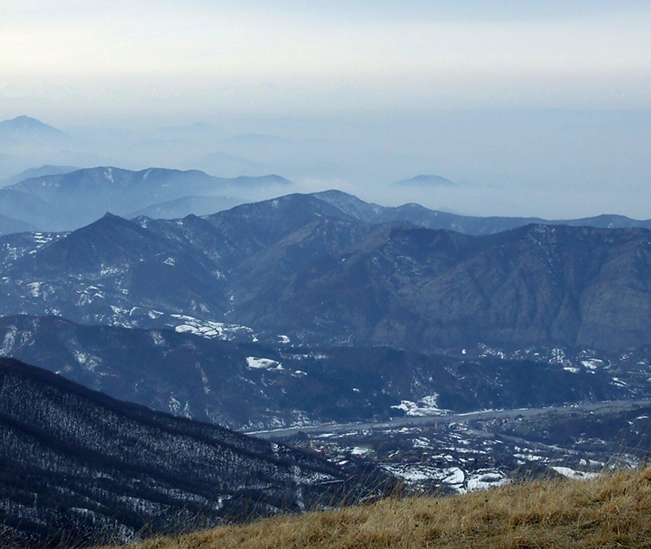 La val Borbera e la val Scrivia, dal monte Gropà (1446 m.). Federico Bellinvia (flickr)